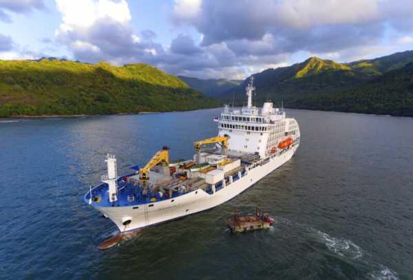Suedsee-mit-dem-Frachtschiff-entdecken